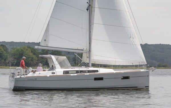 Beneteau Oceanis 38, 2015